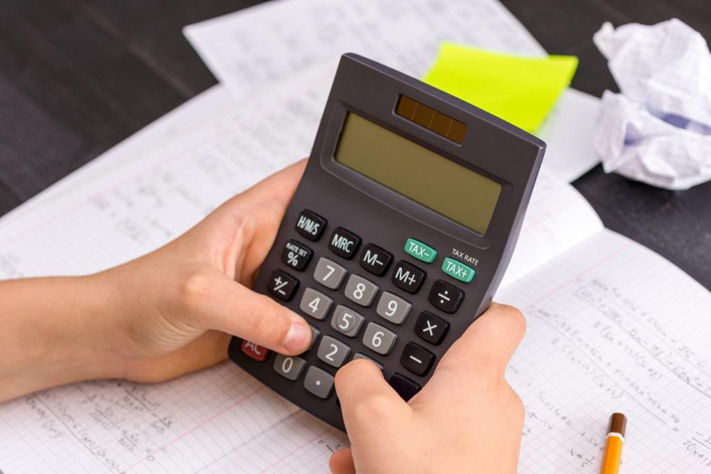 Muss das Jobcenter die Kosten für die Anmietung eines grafischen Taschenrechners übernehmen?
